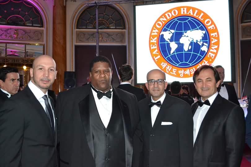 Mustapha Moutarazak met onder meer Gerard Robbins (Executive Director TKD Hall of Fame) en Aziz Acharki (oud wereldkampioen en huidig bondscoach van Duitsland)