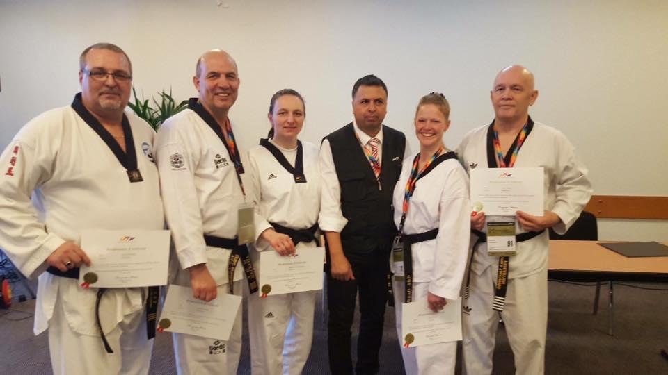 Deelnemers aan de cursussen voor internationaal sparringsscheidsrechter.